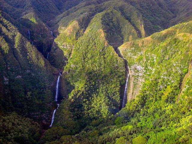 molokai-hawaii-waterfalls-scott-mcguire