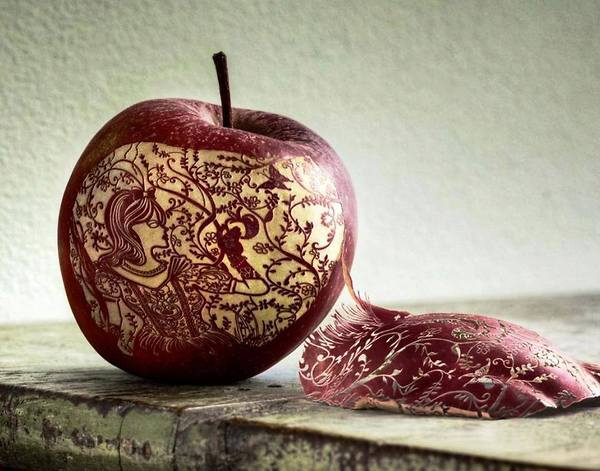 Peeling-Apple-Like-A-Boss