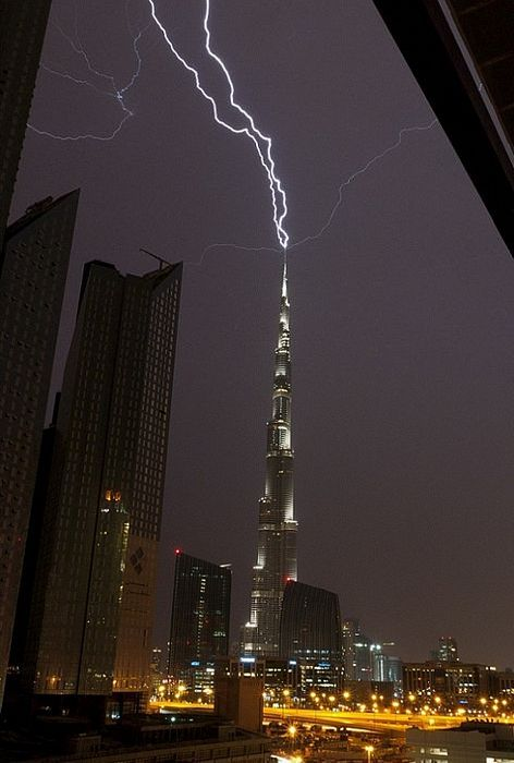 Big-lightning-in-the-city