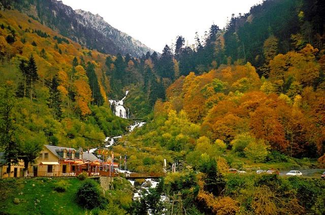 France_Pyrennes_Cascade