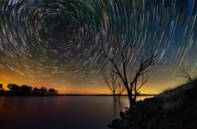 star-trails-over-the-australian-outback-04