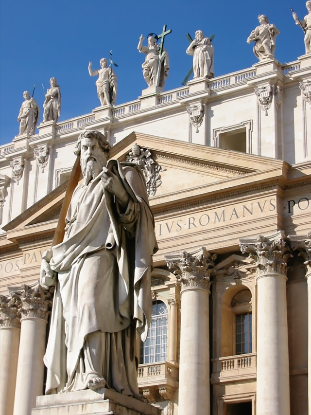 Statue_of_Saint_Paul,_on_Saint_Peter_Square_Rome_Italy