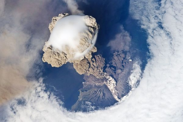 earth-day-pictures-planet-from-space-sarychev-volcano-eruption_35005_600x450