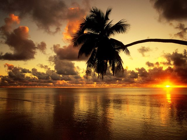 Aitutaki_Lagoon_At_Sunrise__Cook_Islands