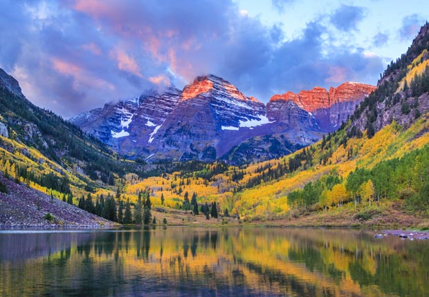 Maroon Bells and Maroon Lake - autumn colors at sunrise