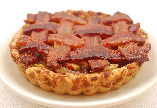 bacon-apple-pie1